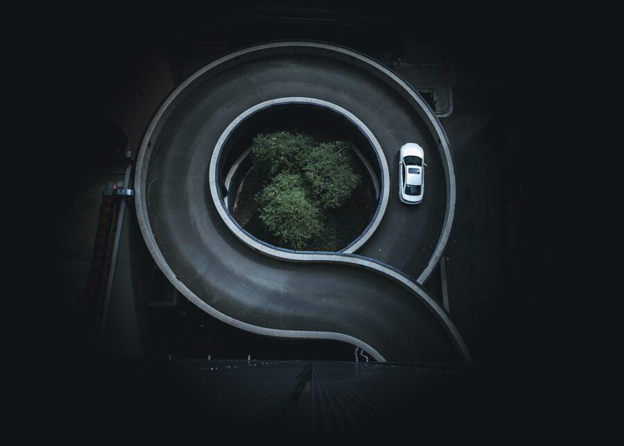 Bil i sirkel av Tor Arne Hotvedt
