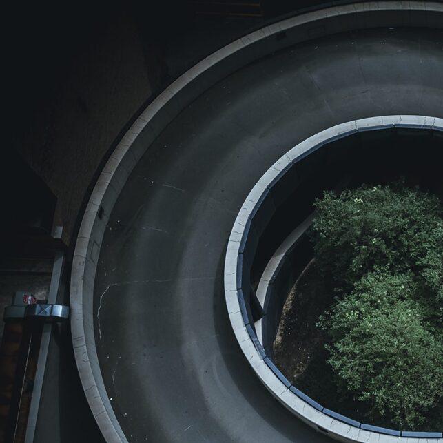Bil i sirkel, fotokunst veggbilde / plakat av Tor Arne Hotvedt