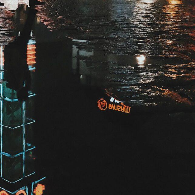 Trafikantenbygget på Jernbanetorget på kveldstid, fotokunst veggbilde / plakat av Tor Arne Hotvedt