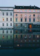 En fin sommerkveld i Ålesund sentrum., fotokunst veggbilde / plakat av Eirik Sørstrømmen