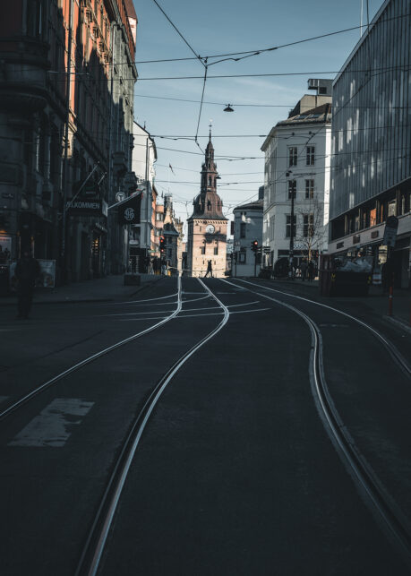 Opp mot Oslo Domkirke av Tor Arne Hotvedt