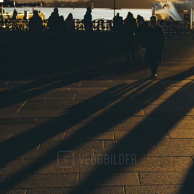 Lange skygger på Aker Brygge, fotokunst veggbilde / plakat av Tor Arne Hotvedt