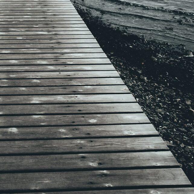 Bryggen som leder ut til Badehuset på Fornebu, fotokunst veggbilde / plakat av Tor Arne Hotvedt