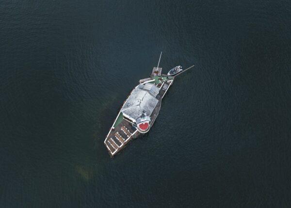Dronebilde ovenfra av Dyna Fyr i Oslofjorden, fotokunst veggbilde / plakat av Tor Arne Hotvedt
