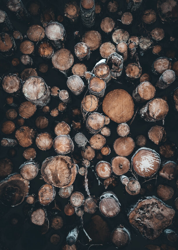 Tømmerstabel i Nesbyen, fotokunst veggbilde / plakat av Tor Arne Hotvedt