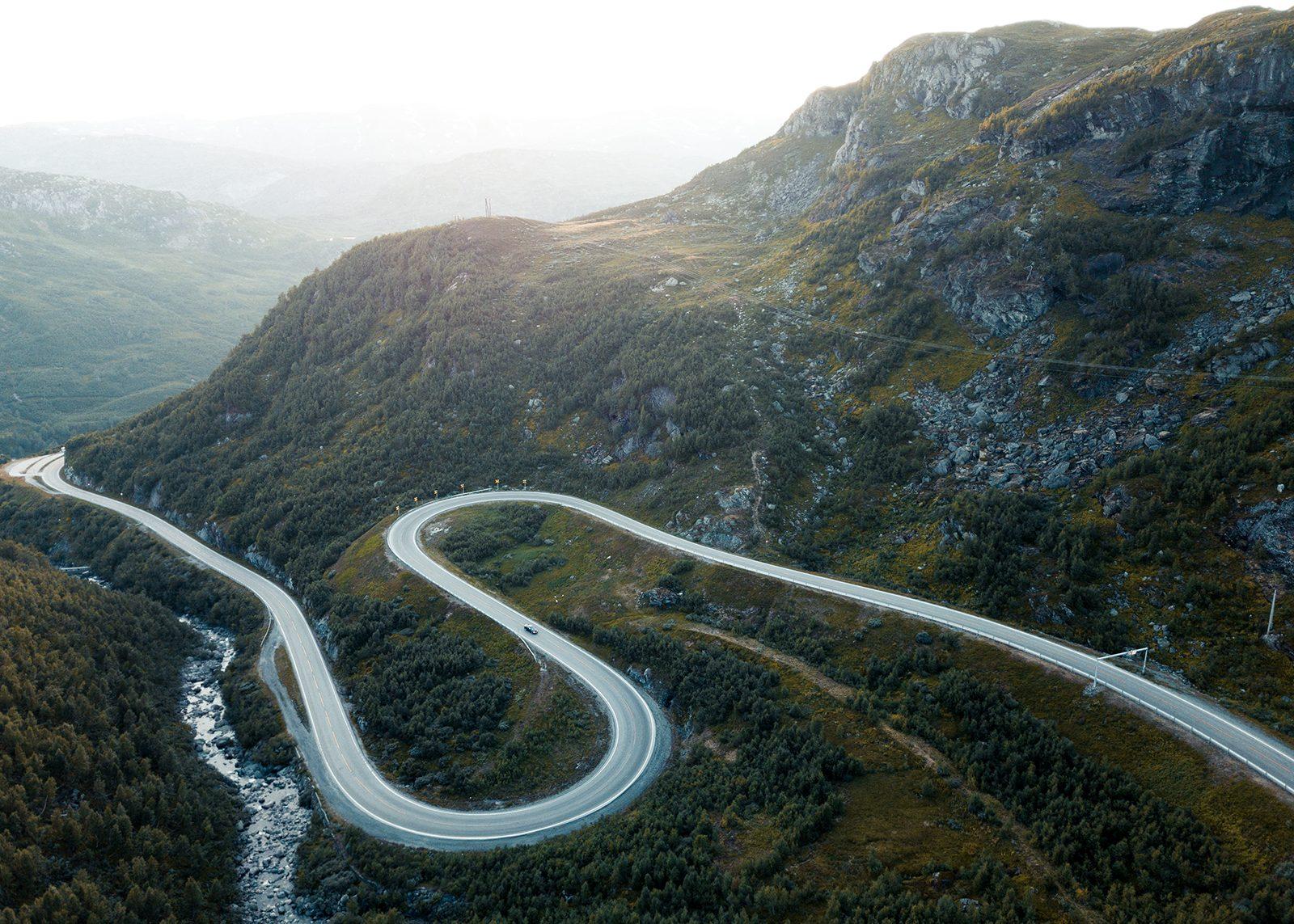 Hårnålsvinger på Haukelifjell IV av Tor Arne Hotvedt