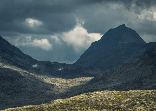 Mjølkedalstinden i Jotunheimen, fotokunst veggbilde / plakat av Tor Arne Hotvedt