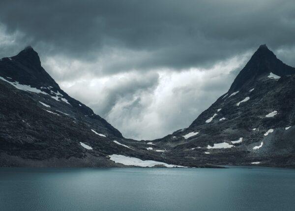 Hjelledalstind og Falketind i Jotunheimen, fotokunst veggbilde / plakat av Tor Arne Hotvedt