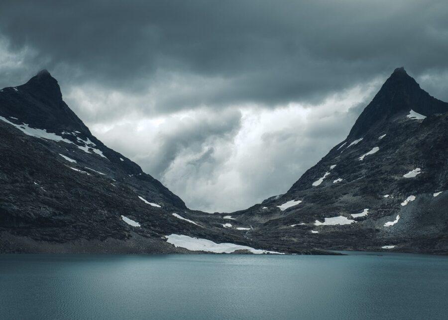 Hjelledalstind og Falketind av Tor Arne Hotvedt