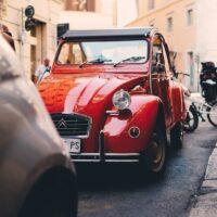 En klassisk rød Citroen i Roma, fotokunst veggbilde / plakat av Tor Arne Hotvedt
