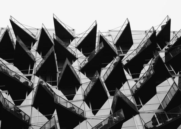 Balkonger som ser ut som pigger, fotokunst veggbilde / plakat av Tor Arne Hotvedt