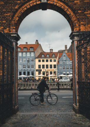 Brygga i Nyhavn i København. Av Tor Arne Hotvedt