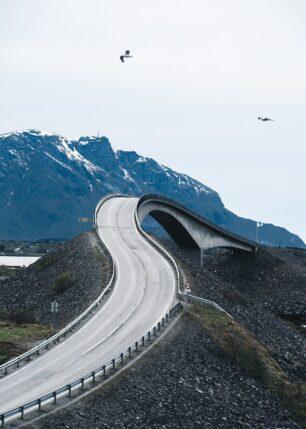 Atlanterhavsveiens mest kjente bro, fotokunst veggbilde / plakat av Tor Arne Hotvedt
