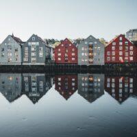 Bakklandet, Trondheims gamleby, fotokunst veggbilde / plakat av Tor Arne Hotvedt