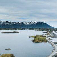 Atlanterhavsveien ovenfra, fotokunst veggbilde / plakat av Tor Arne Hotvedt
