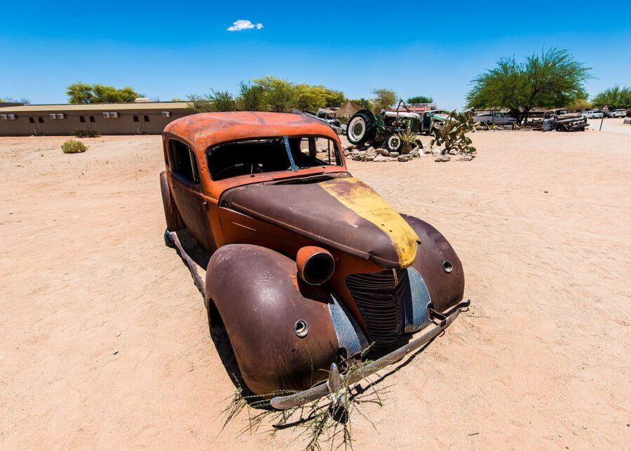 Bilvrak i ørkenen II av Terje Kolaas