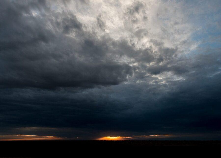 Soloppgang over savannen av Terje Kolaas