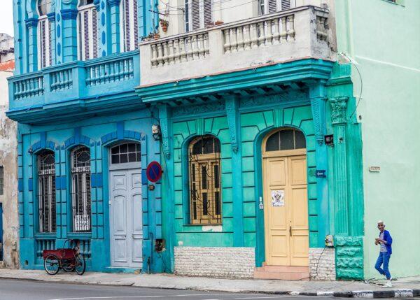 Blåkledt cubana i Havana, fotokunst veggbilde / plakat av Terje Kolaas
