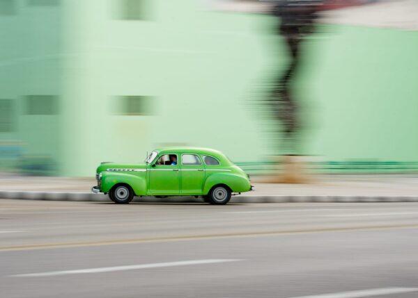 Grønn General Motors i Havana, fotokunst veggbilde / plakat av Terje Kolaas