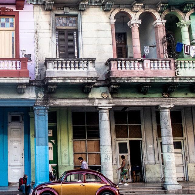 VW boble 1968 (ish) i Havana, fotokunst veggbilde / plakat av Terje Kolaas