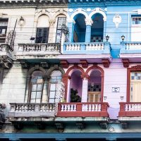 Blå Buick 1950 (ish) i Havana, fotokunst veggbilde / plakat av Terje Kolaas