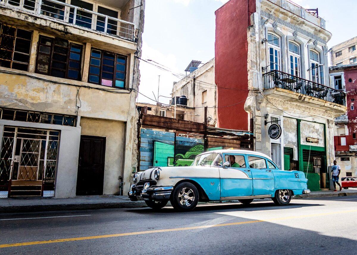 Blå Pontiac 1955ish i Havana, fotokunst veggbilde / plakat av Terje Kolaas