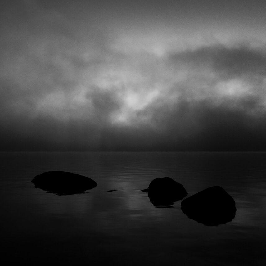 Troll som ble til stein, fotokunst veggbilde / plakat av Terje Kolaas