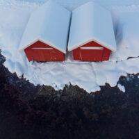 Røde naust og otersti, fotokunst veggbilde / plakat av Terje Kolaas