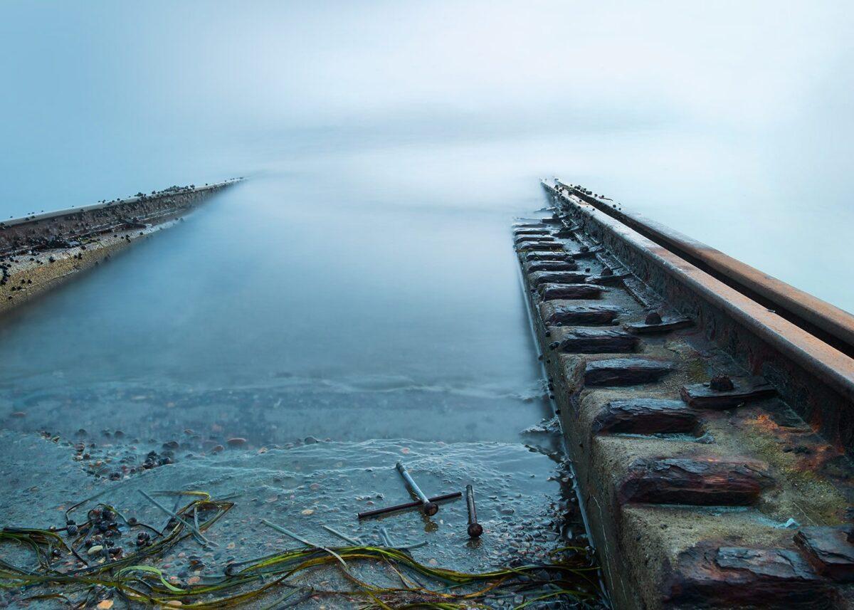 Båtslipp, tatt med lang lukkertid, fotokunst veggbilde / plakat av Tom Erik Smedal