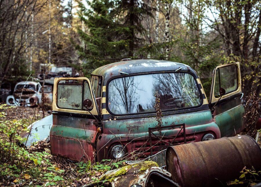 Bilkirkegården - arbeidsbilen av Thor Håkon Ulstad