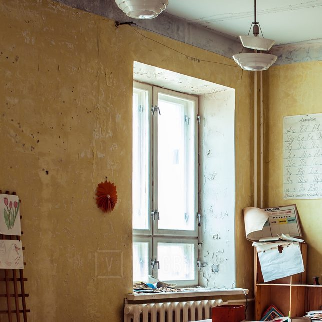 Forlatt klasserom, fotokunst veggbilde / plakat av Thor Håkon Ulstad