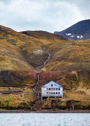 Velkommen til Grumant, fotokunst veggbilde / plakat av Thor Håkon Ulstad