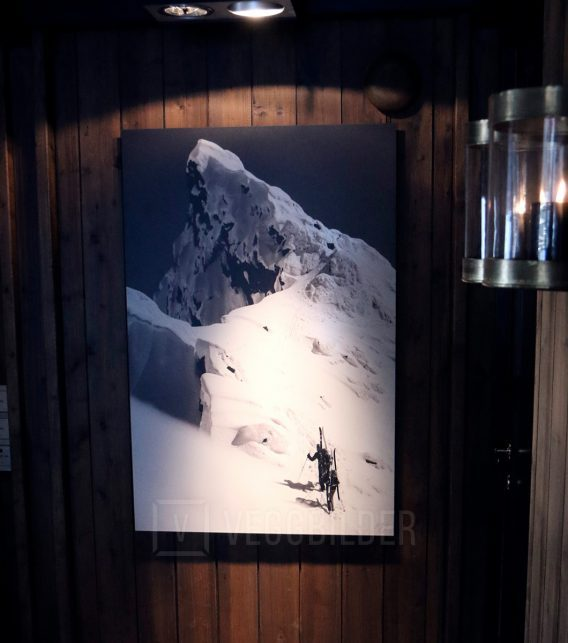 Mot toppen av fjellet sort-hvitt