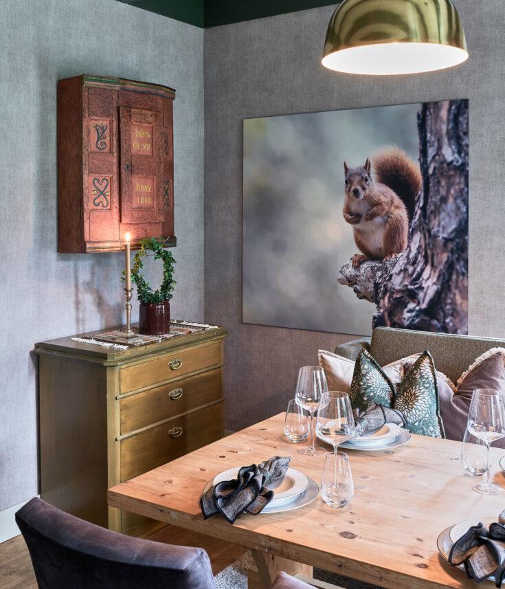 Forundret ekorn, fotokunst veggbilde / plakat av Kjell Erik Moseid