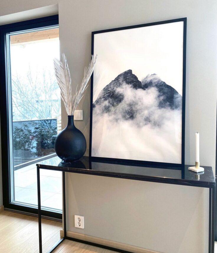 Tåke som legger seg rundt fjellene i Romsdalen, fotokunst veggbilde / plakat av Tor Arne Hotvedt